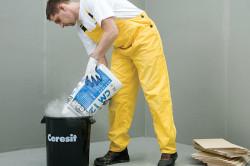 Для монтажа экструдированного пенополистирола понадобиться клеящая смесь на цементной основе. Она обладает отличной клеящей способностью, пластичностью и безусадочностью.