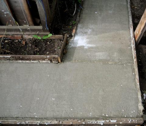 выкрашивание бетона причины