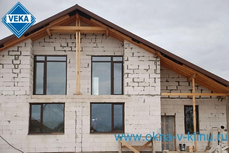 какие окна ставить в дом из газобетона