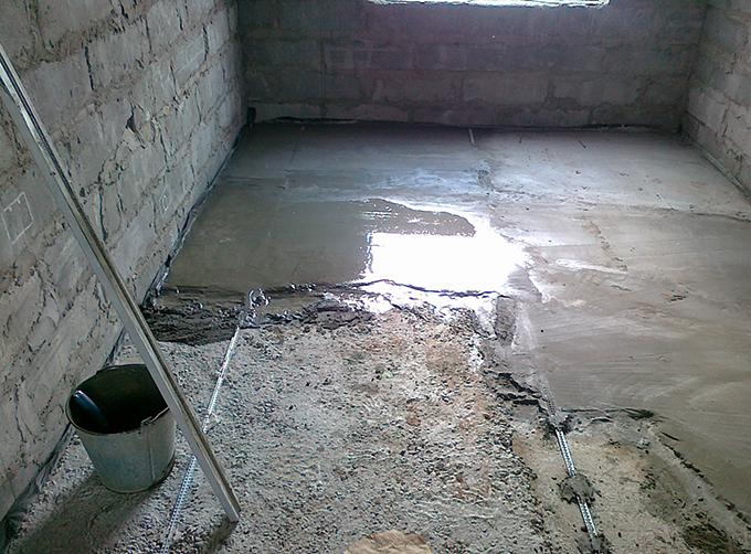 как залить пол в старом доме
