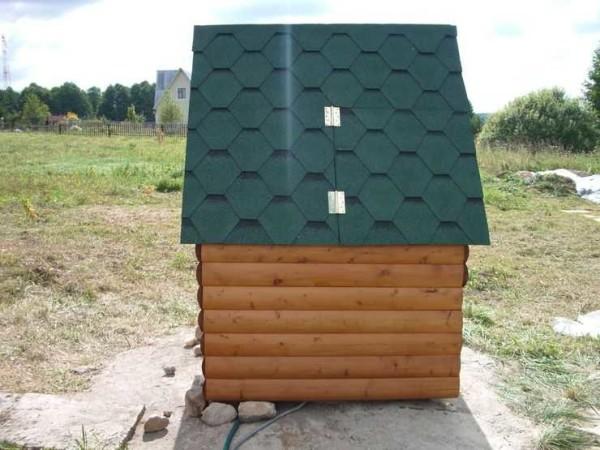 Закрытый домик для колодца